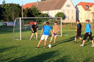 Gemeinsames Fussballspiel